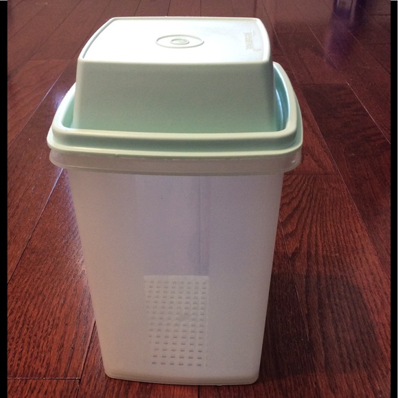 Tupperware Other - TUPPERWARE VINTAGE PICK A DELI PICKLE KEEPER 3 PC